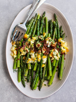 Asparagus Mimosa with crispy prosciutto