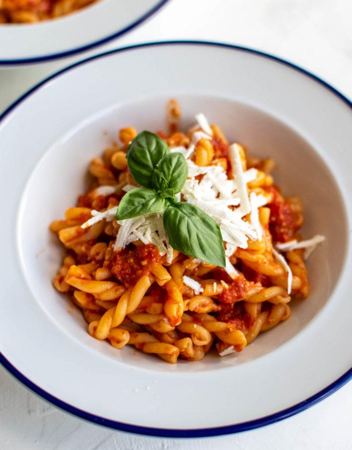 Blender cherry tomato sauce with pasta